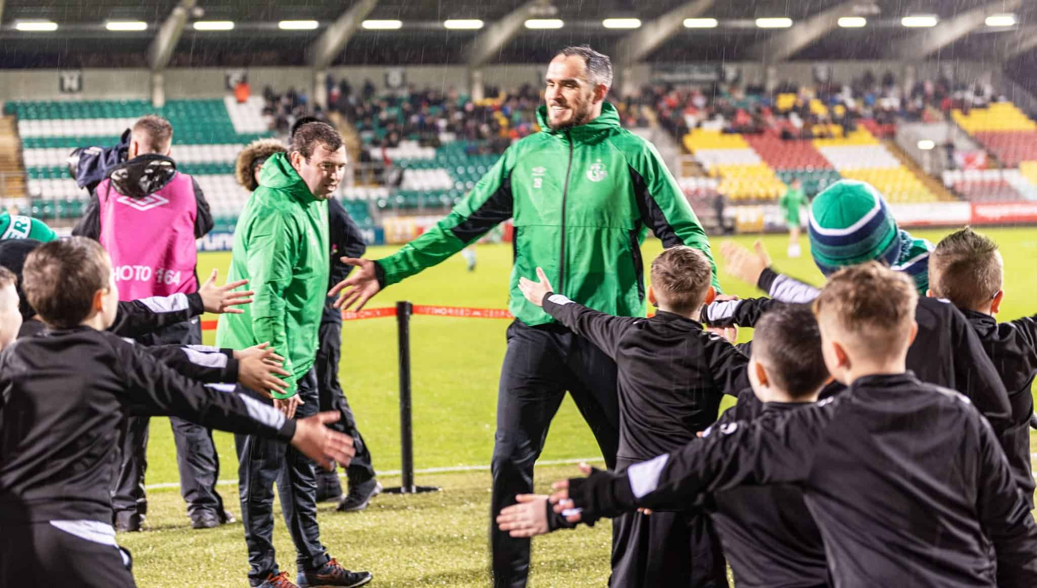 Joey O Brien with visiting kids in Tallaght Stadium